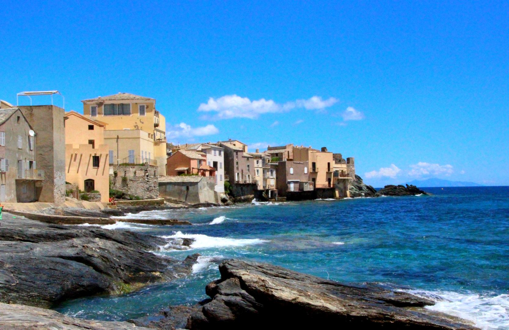 Corse - Village d'Erbalunga construit sur la mer, Cap Corse