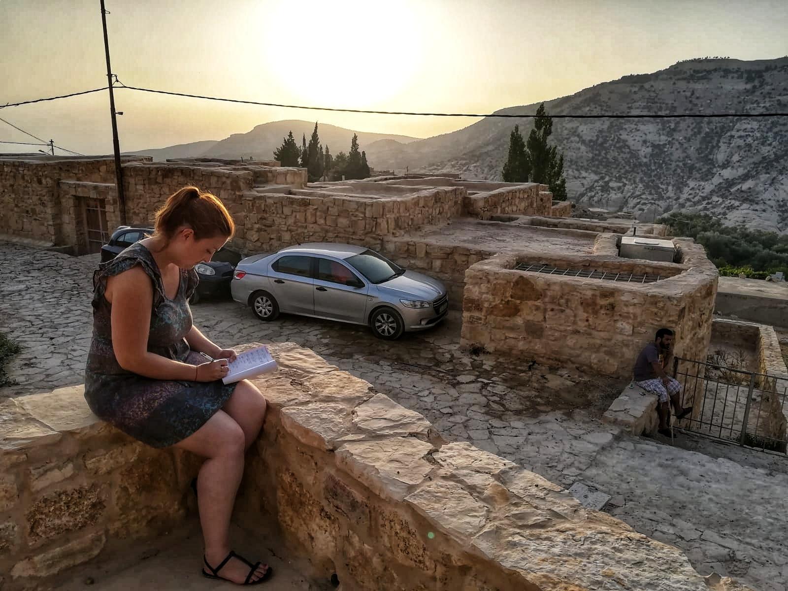 Jordanie - Un berger m'apprend l'arabe au petit village de Dana