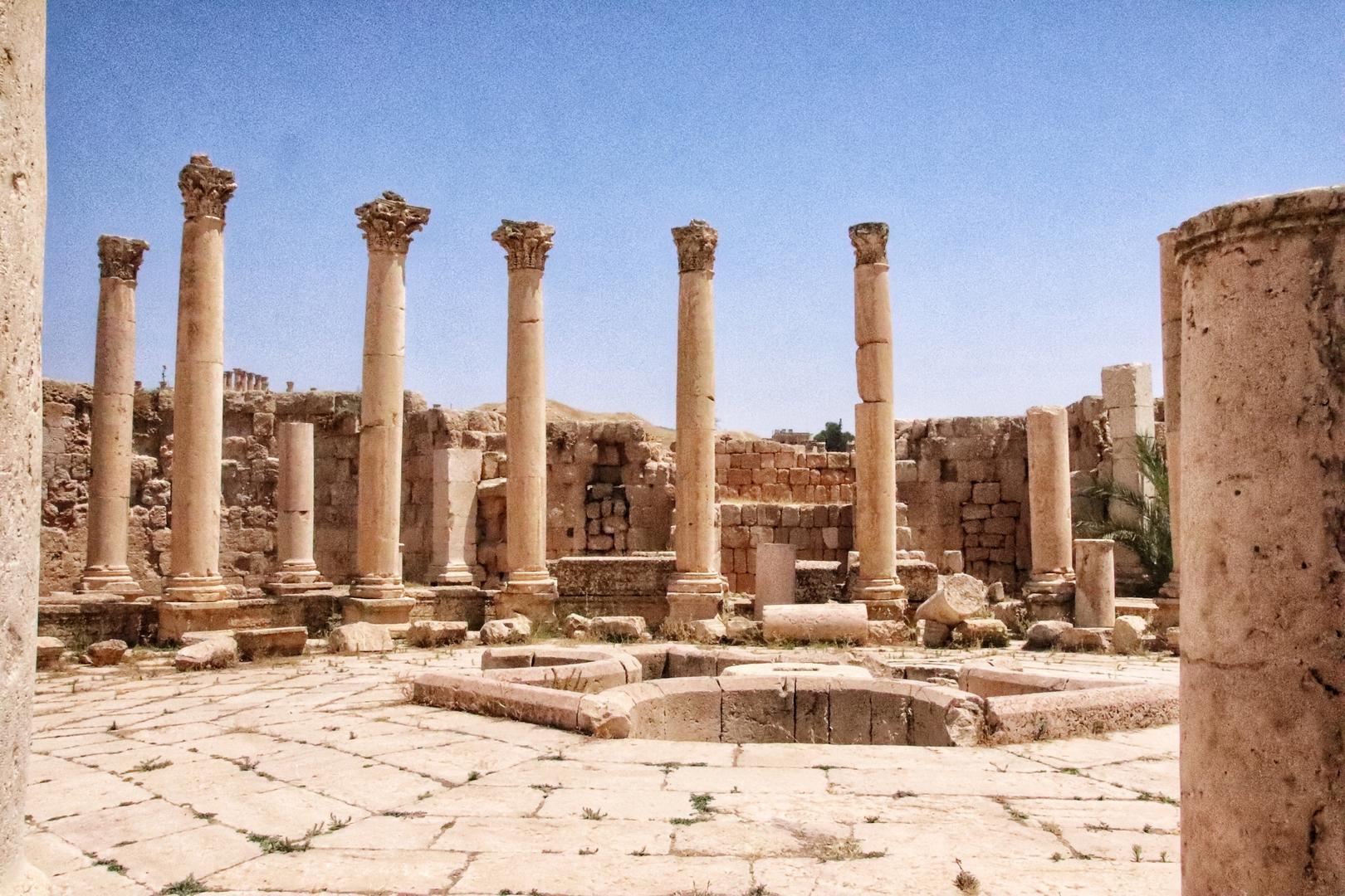 Jordanie - Colonnes sur le site romain de Jerash