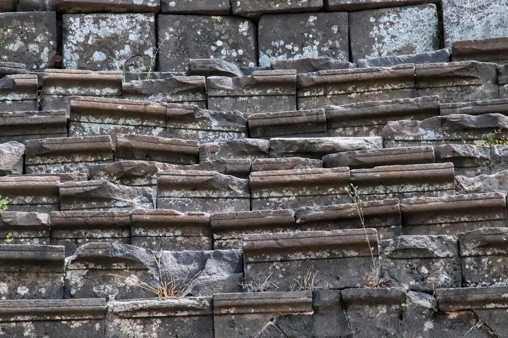 Jordanie - Vieilles pierres du théâtre du site romain de Umm Qais