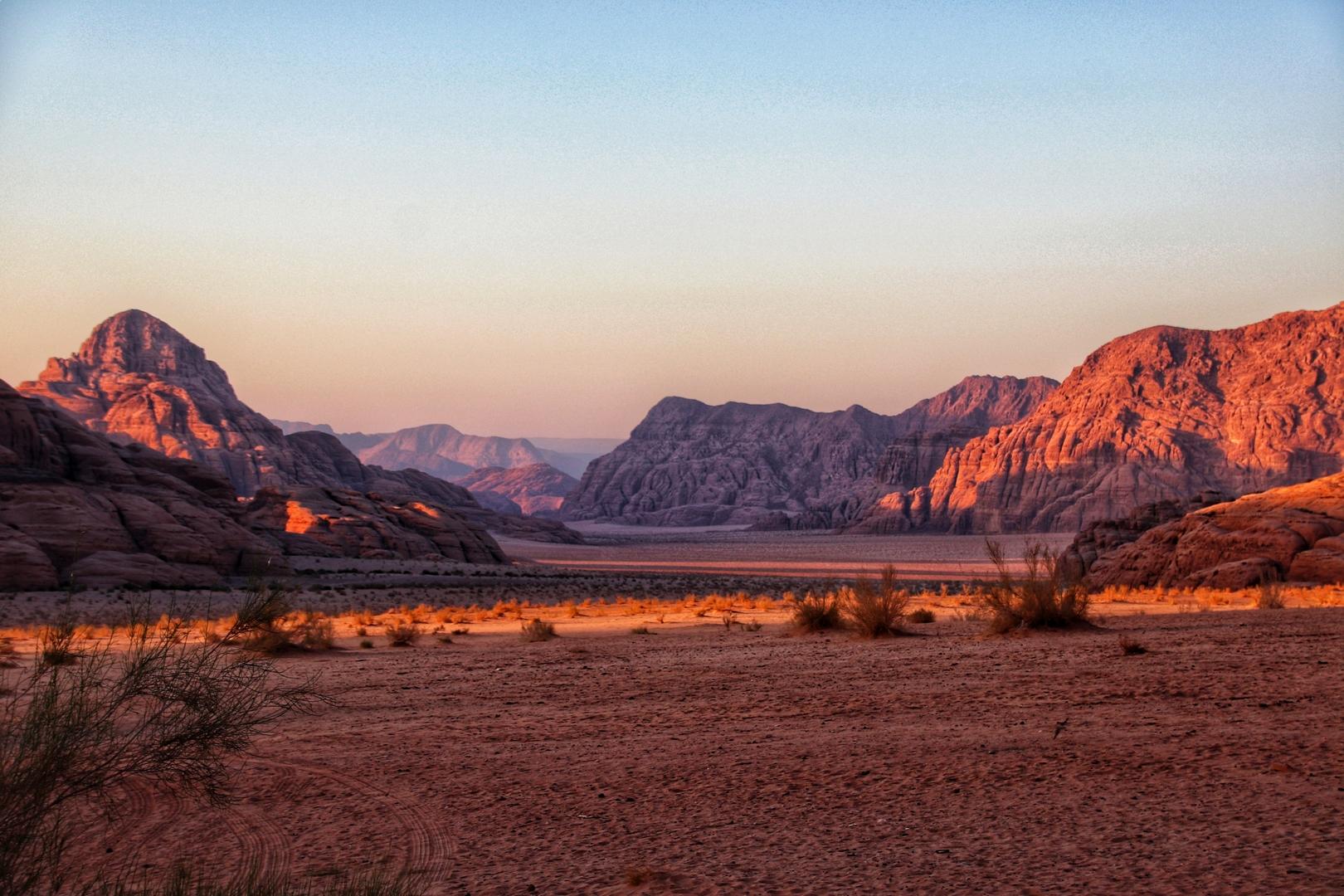 Jordanie - Coucher de soleil dans le désert de Wadi Rum