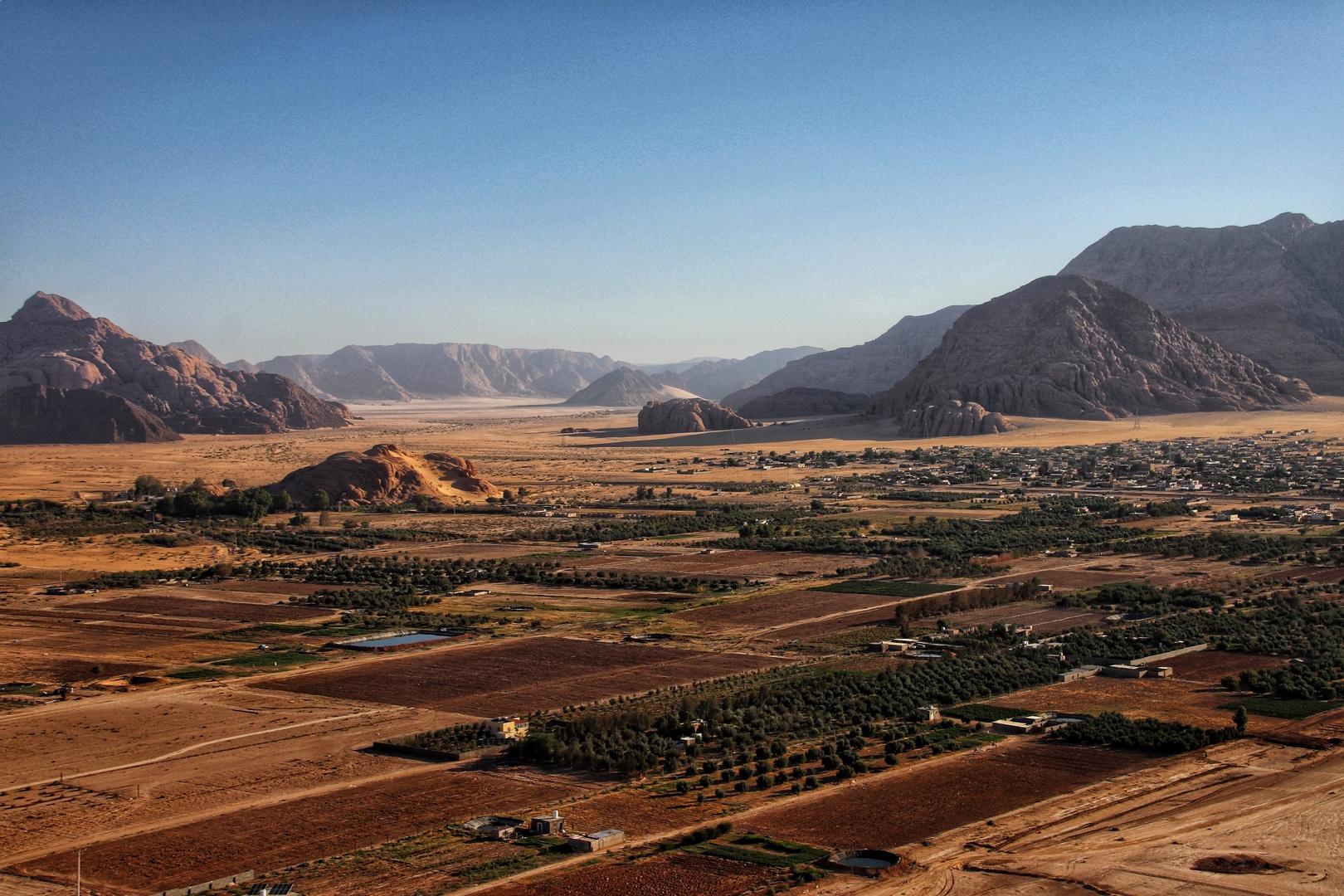 Jordanie - Village de Disseh, dans le désert de Wadi Rum vu du ciel