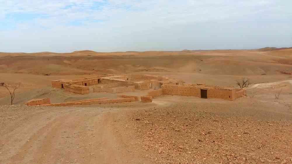 Maroc - Village abandonné dans le désert d'Agafay