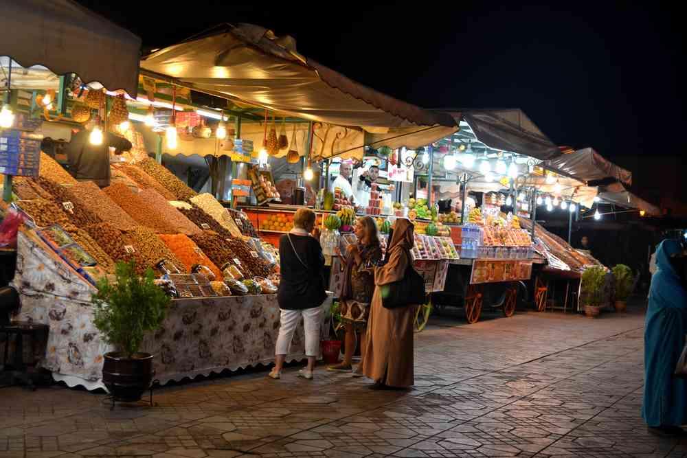 Maroc - La place Jemaa el Fna à Marrakech s'anime la nuit