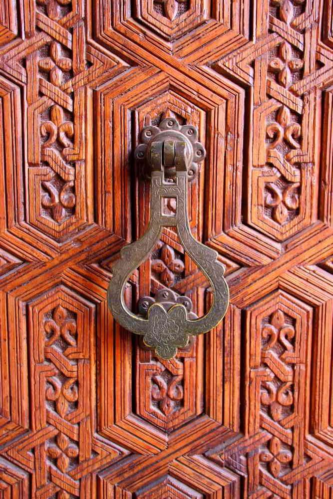 Maroc - Porte du musée de Marrakech dans le palais Mnebhi