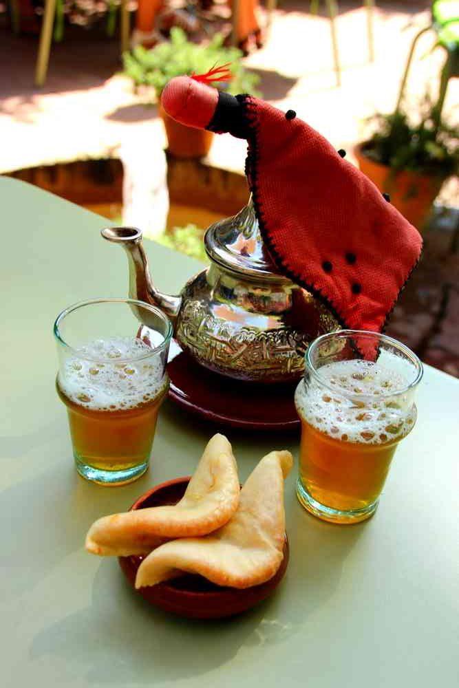 Maroc - Thé à la menthe et cornes de gazelle au jardin Majorelle à Marrakech
