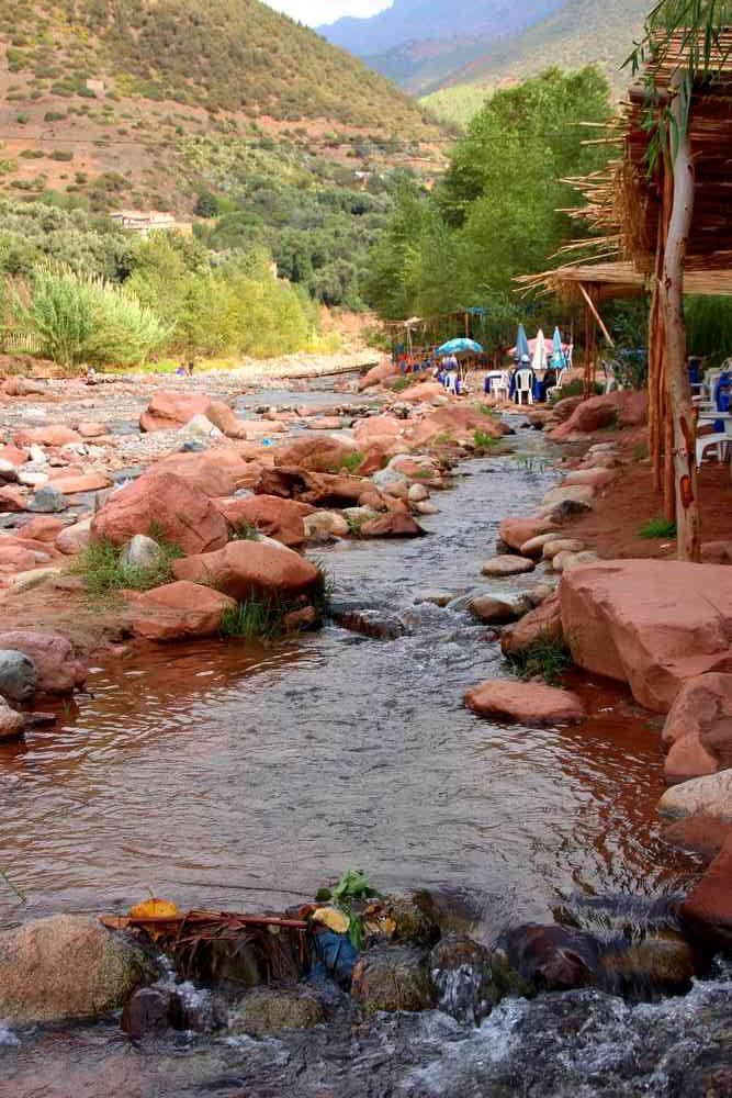 Maroc - Déjeuner au bord de l'eau dans la vallée de l'Ourika