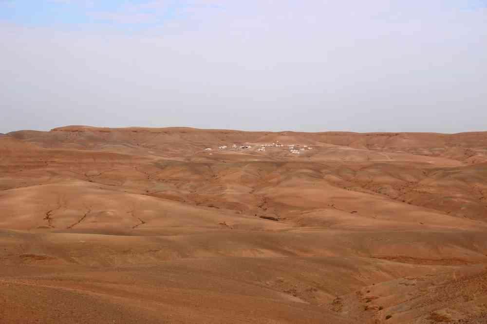Maroc - Un campement bédouin dans le désert d'Agafay