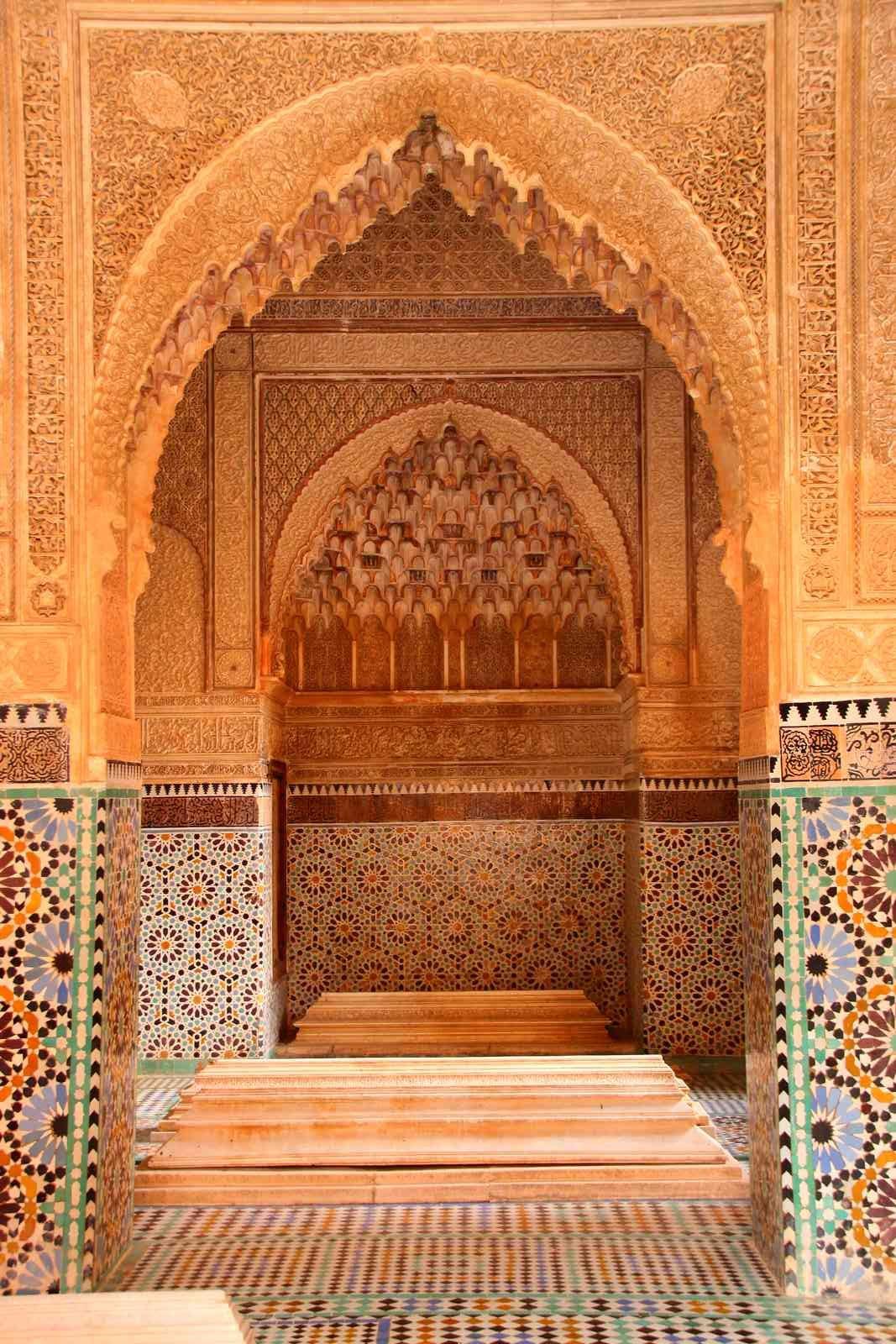 Maroc - Tombeaux saadiens en stuc et zellige à Marrakech