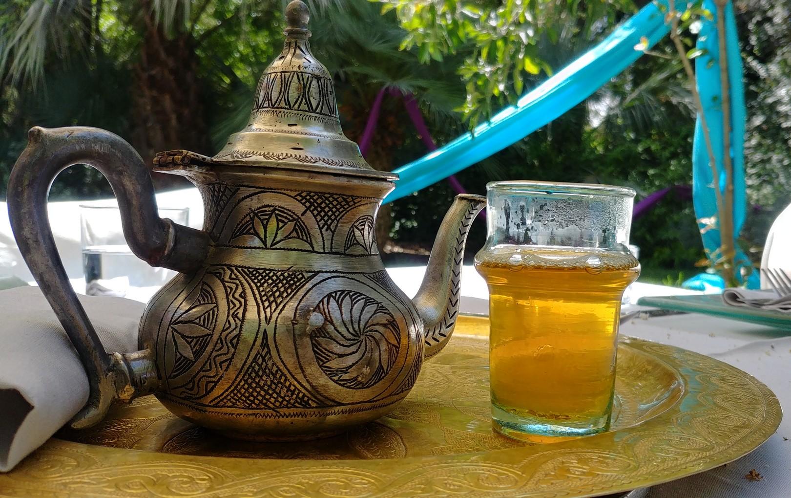 Maroc - Thé à la menthe dans le jardin du Dar Ahlam
