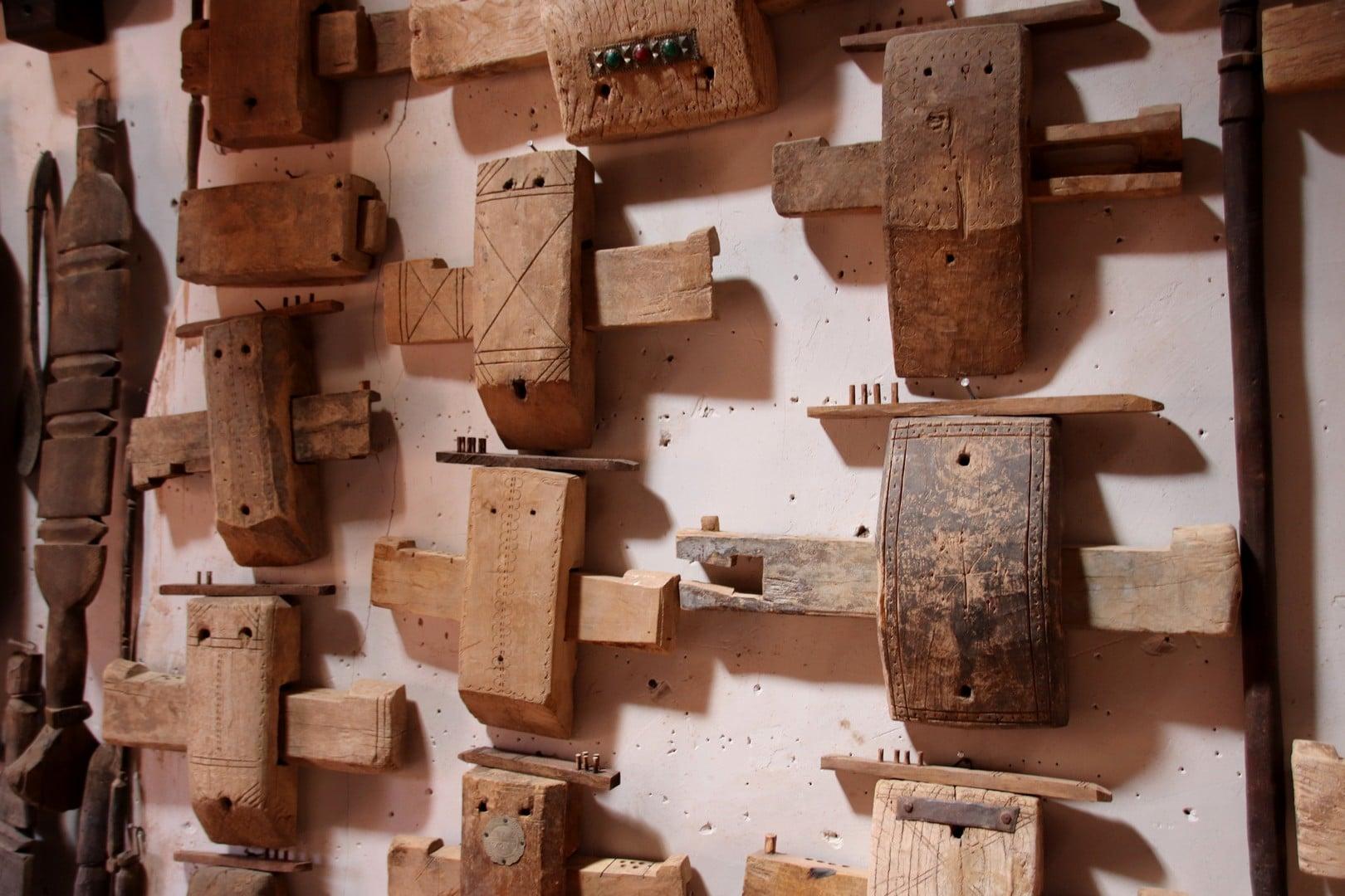 Maroc - Cadenas traditionnels fabriqués par un artisan dans le ksar d'Ait Ben Haddou, classé au patrimoine mondial de l'UNESCO