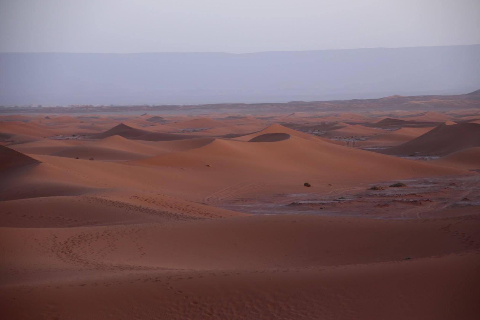 Maroc - Lever de soleil dans les dunes de Chegaga