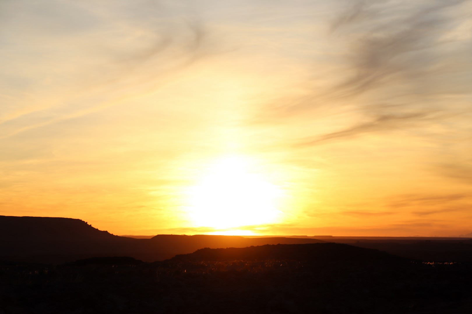 Maroc - Lever de soleil sur la route de Ouarzazate à Marrakech