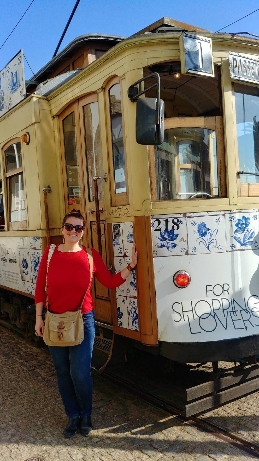 Portugal - Devant le tramway de Porto