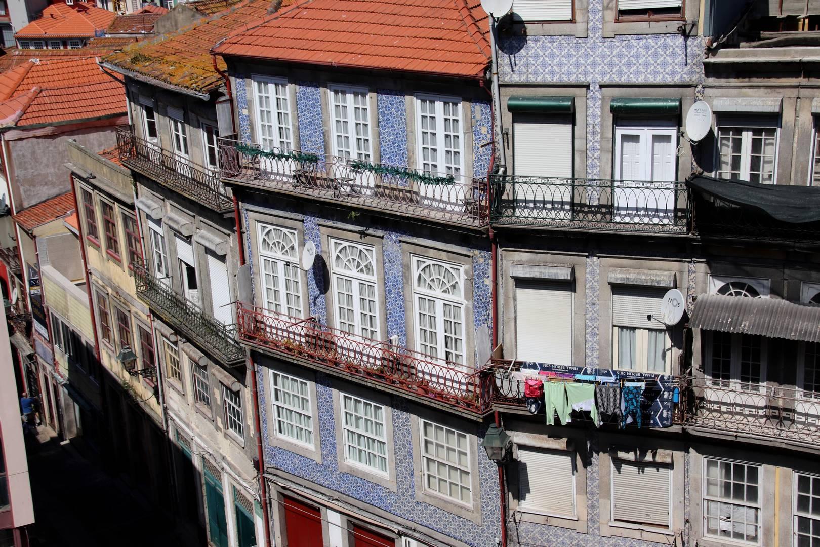 Portugal - Linge qui sèche au balcon à Porto