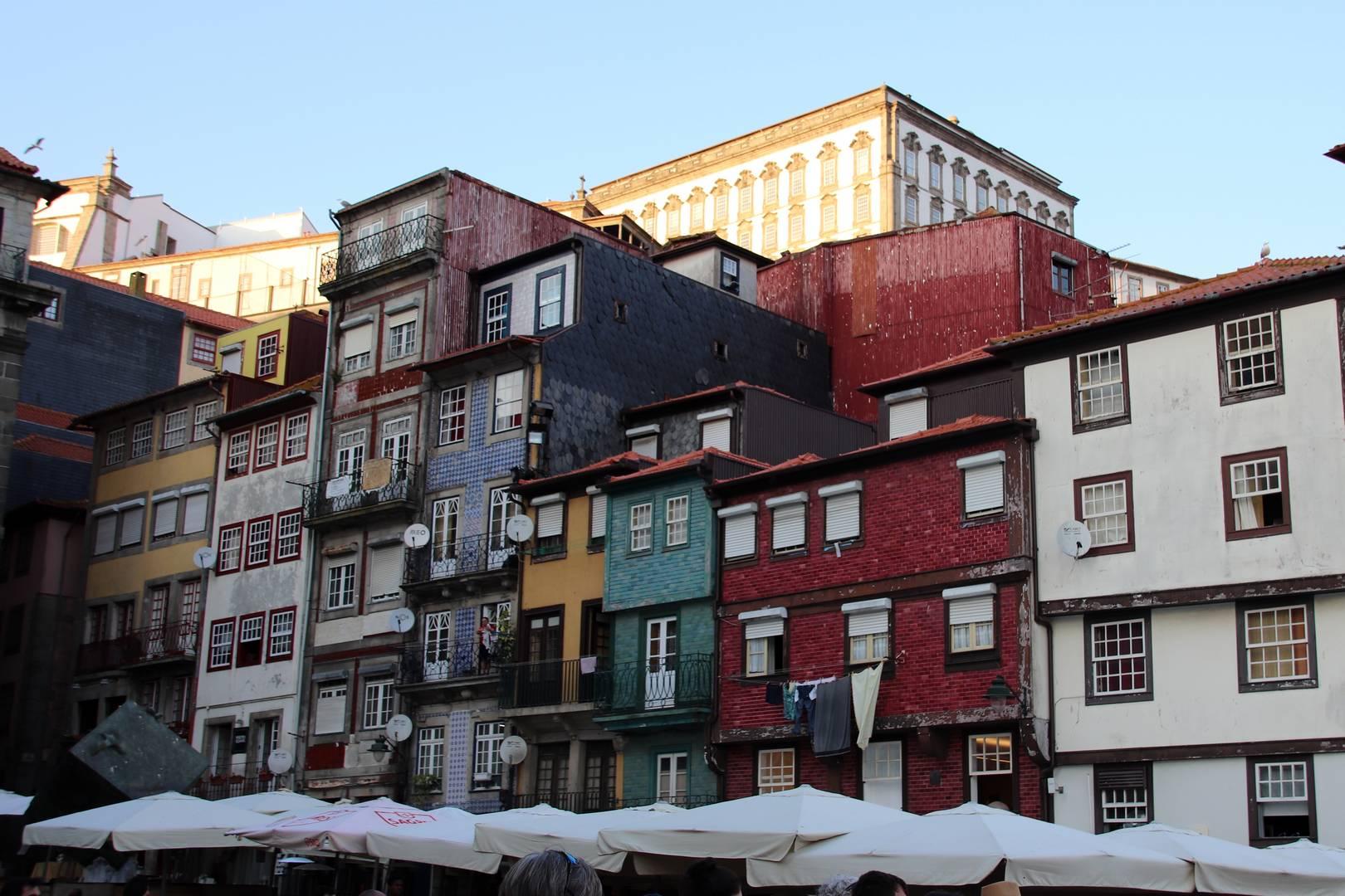 Portugal - Maisons colorées dans le coeur historique de Porto