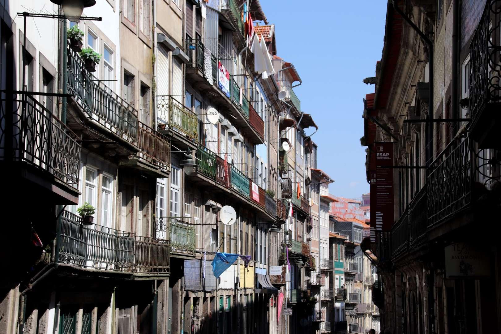 Portugal - Immeubles colorés dans le quartier Miragaia à Porto