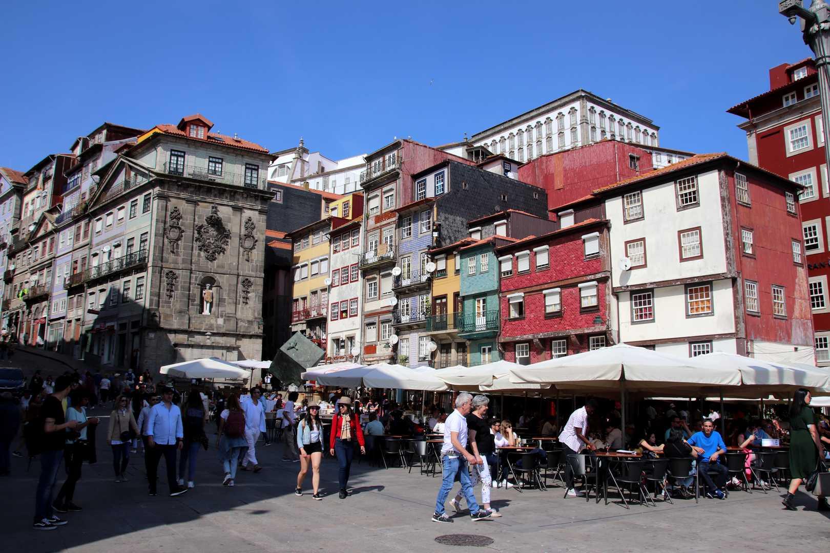Portugal - Maisons colorées du quartier Miragaia à Porto