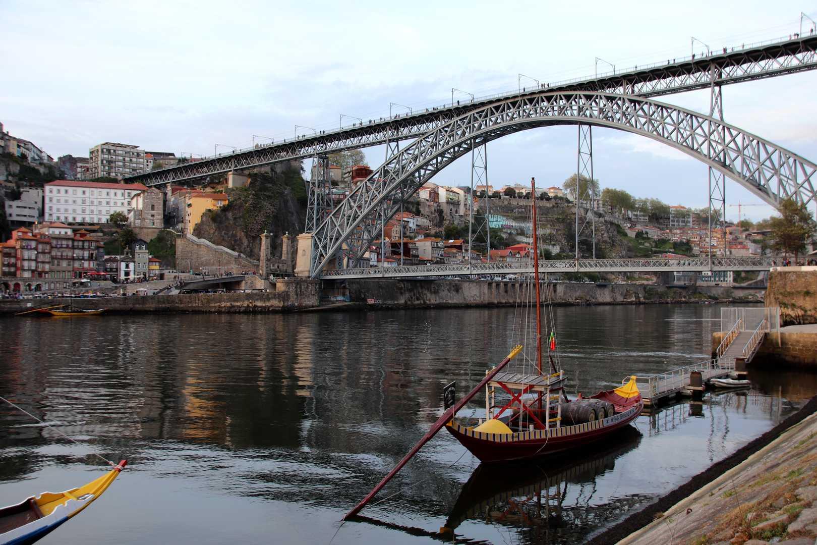 Portugal - Coucher de soleil sur le pont Luis Ier à Porto