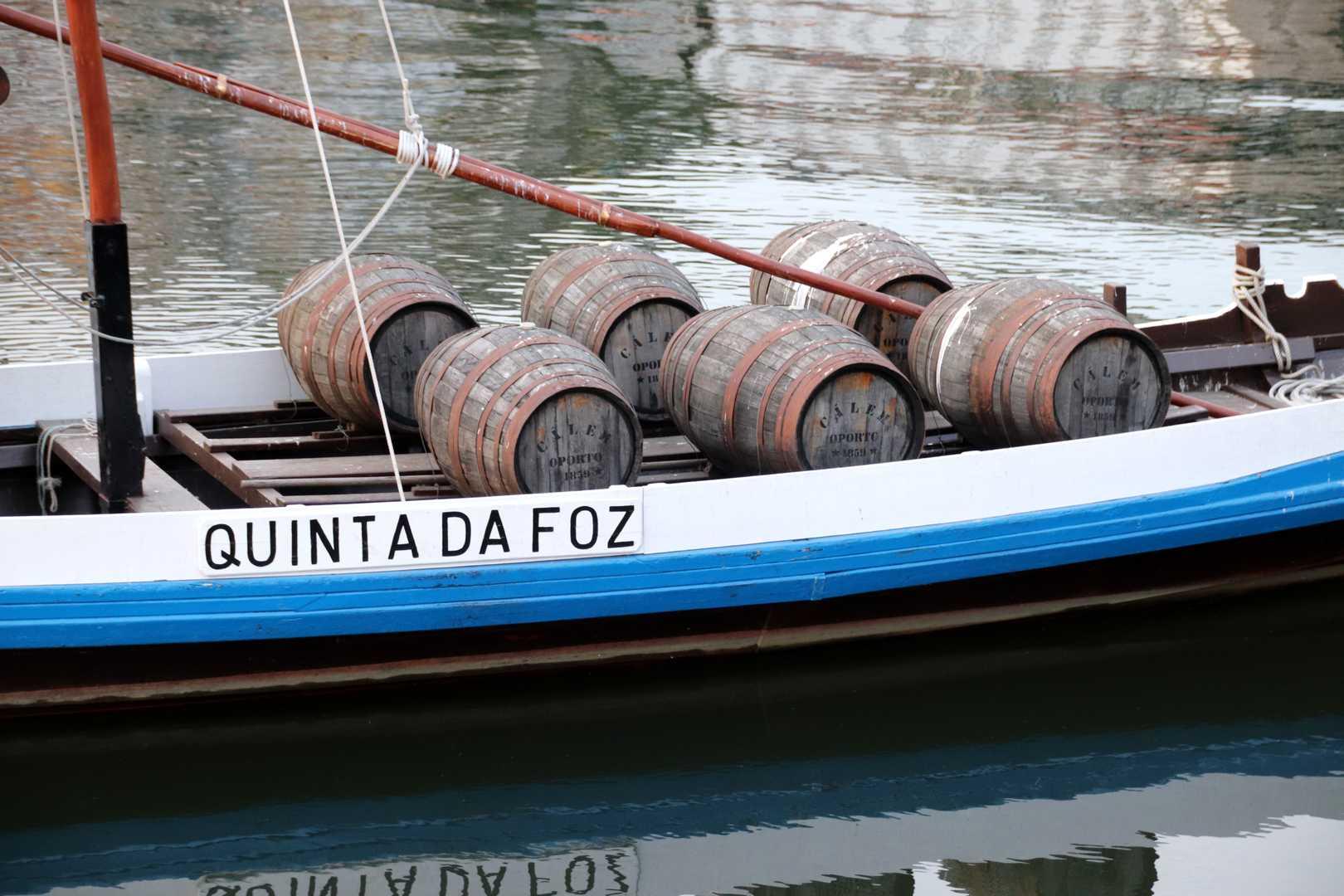 Portugal - Les fûts de Porto sur le Douro