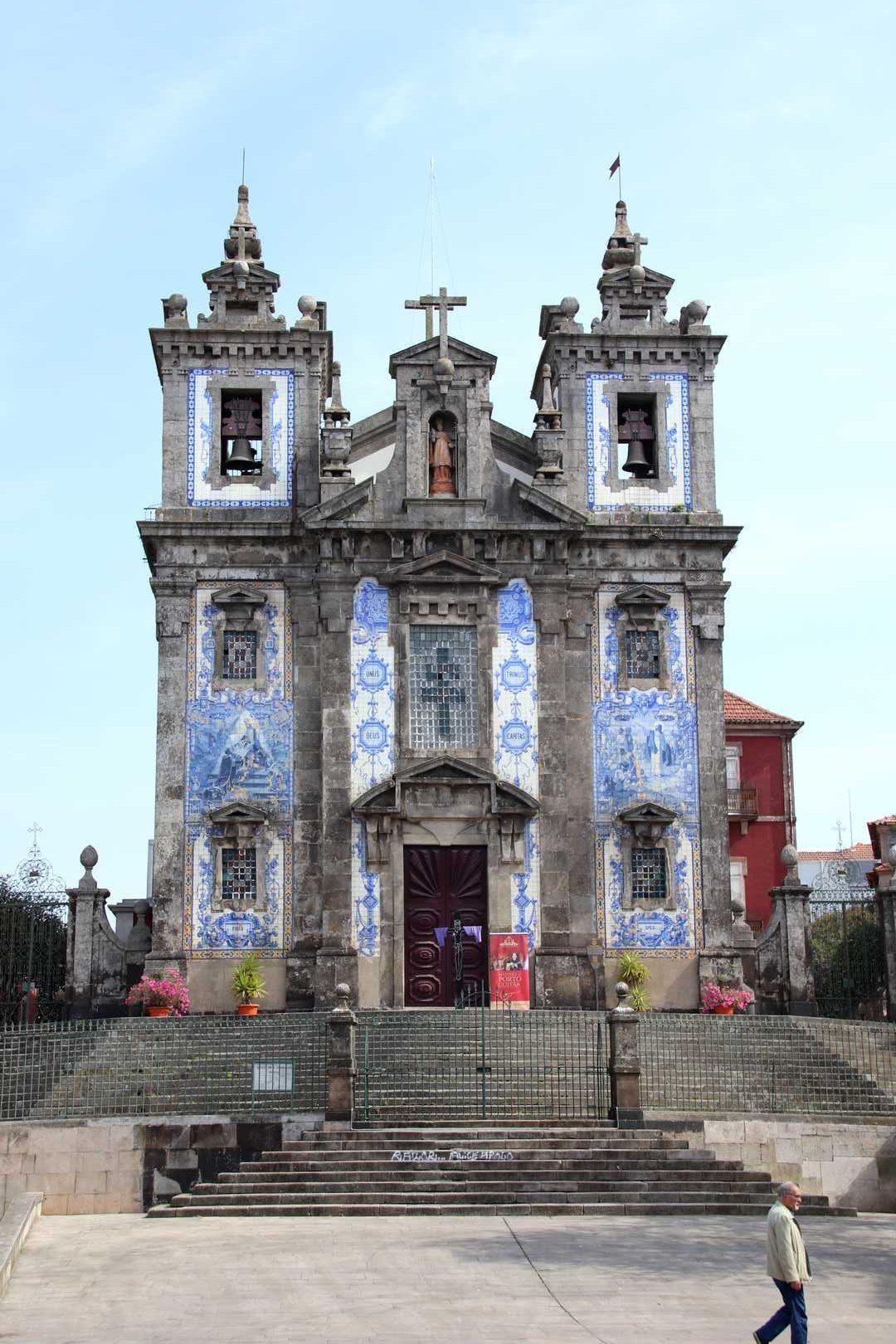 Portugal - Eglise recouverte d'azulejos à Porto