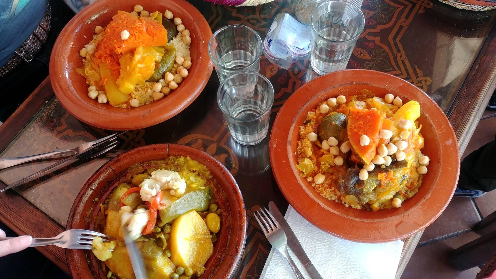 Maroc - Couscous sur la place Jemaa el Fna à Marrakech