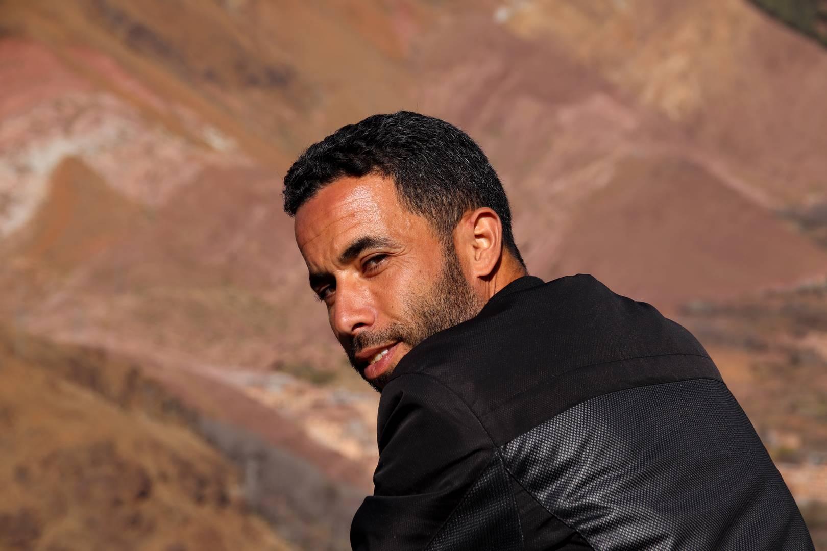Maroc - Mohamed sur son rocher dans la vallée d'Imlil