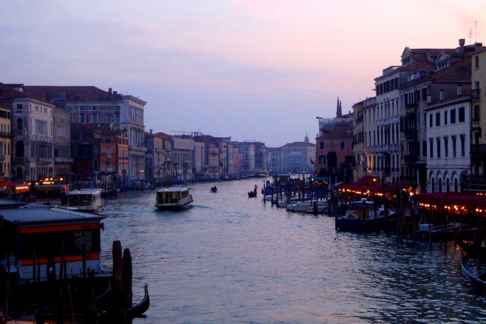 Italie - Coucher de soleil sur le Grand Canal de Venise
