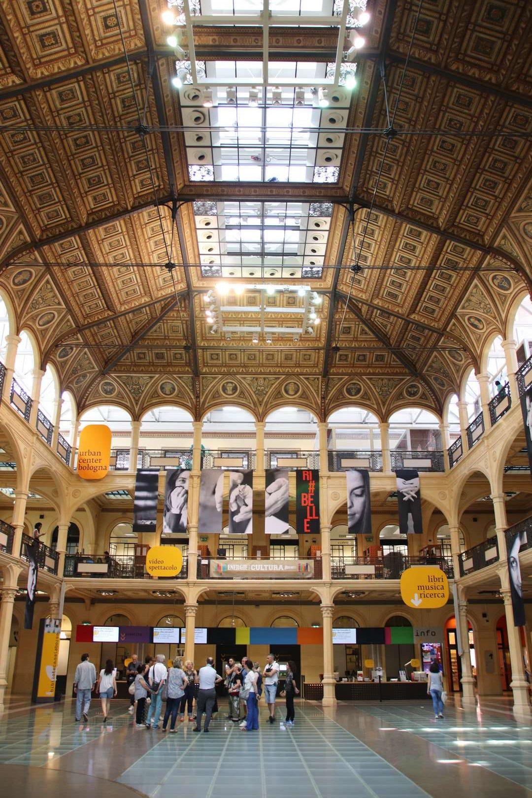Italie - Bibliothèque Sala Borse à Bologne