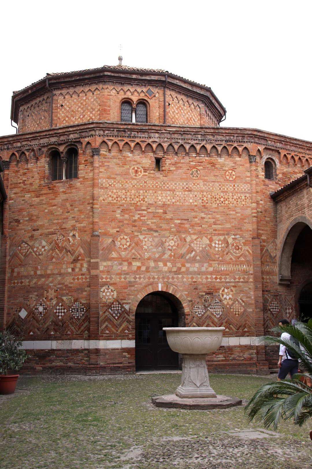 Italie - Basilique Santo Stefano à Bologne