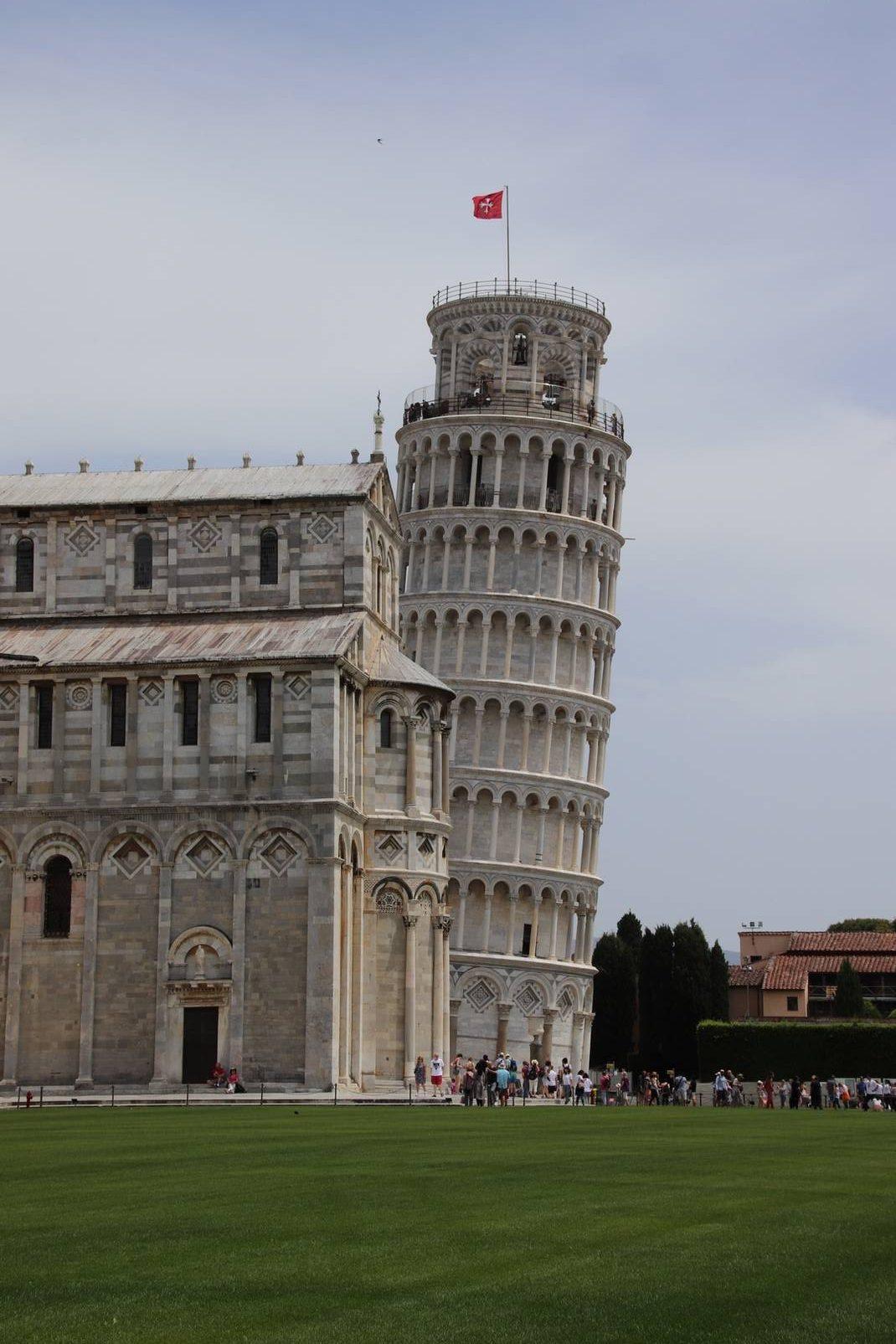 Italie - Cathédrale et tour de Pise sur la Piazza dei Miracoli