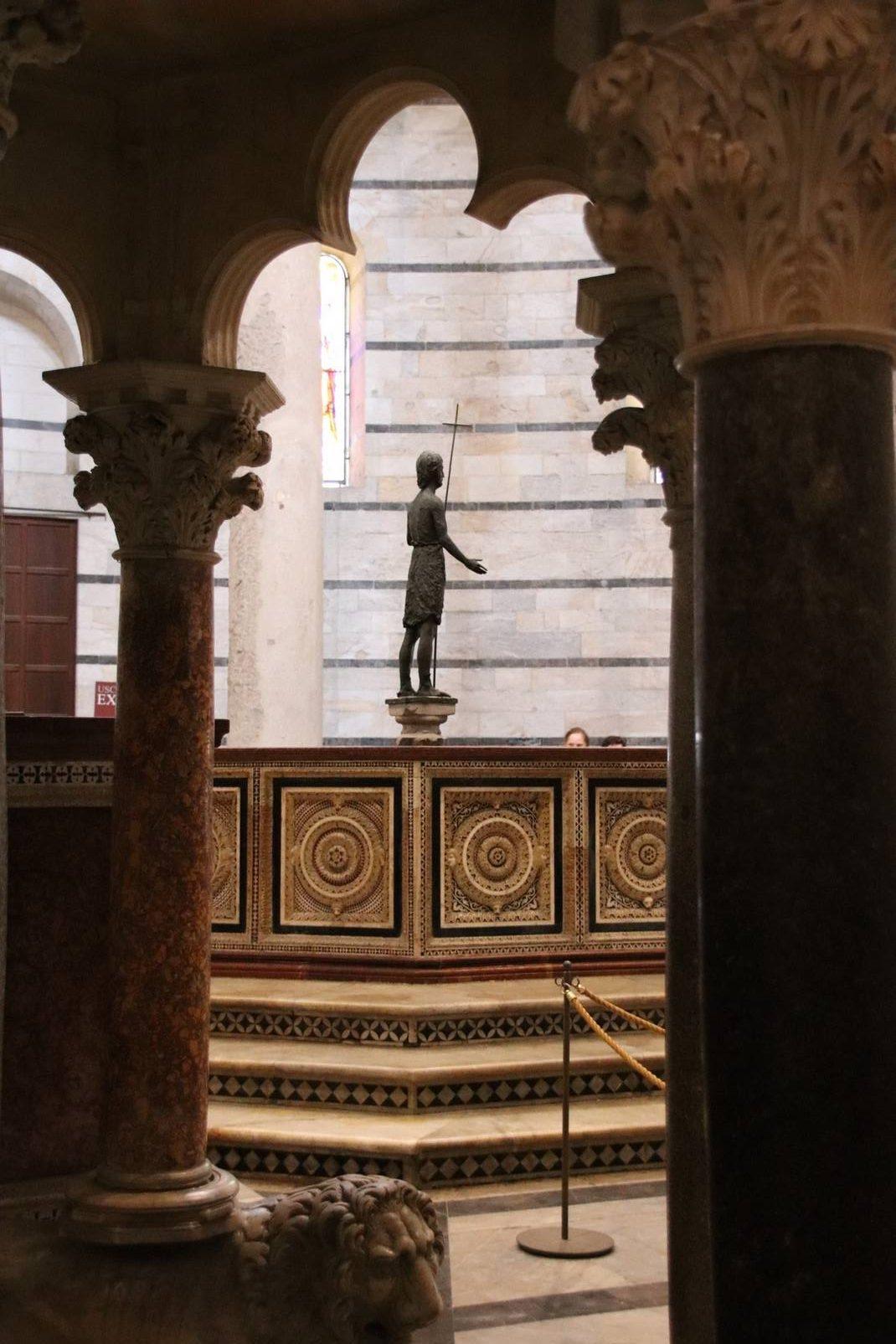 Italie - Intérieur du baptistère de Pise