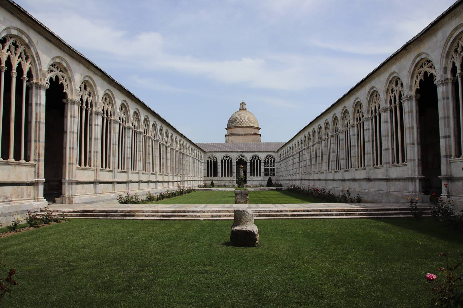 Italie - Intérieur du composanto monumentale à Pise