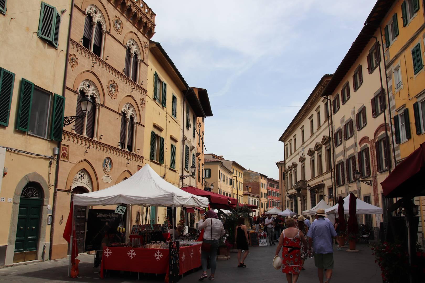 Italie - Dans les ruelles colorées de Pise