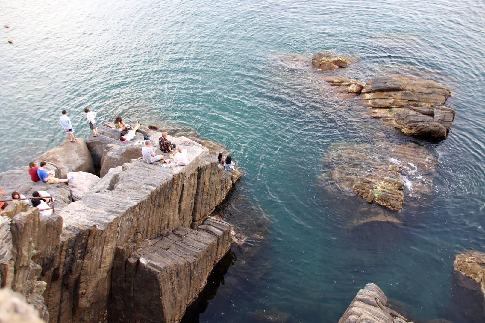 Italie - Dernière baignade sur les rochers du village de Riomaggiore au parc des Cinque Terre