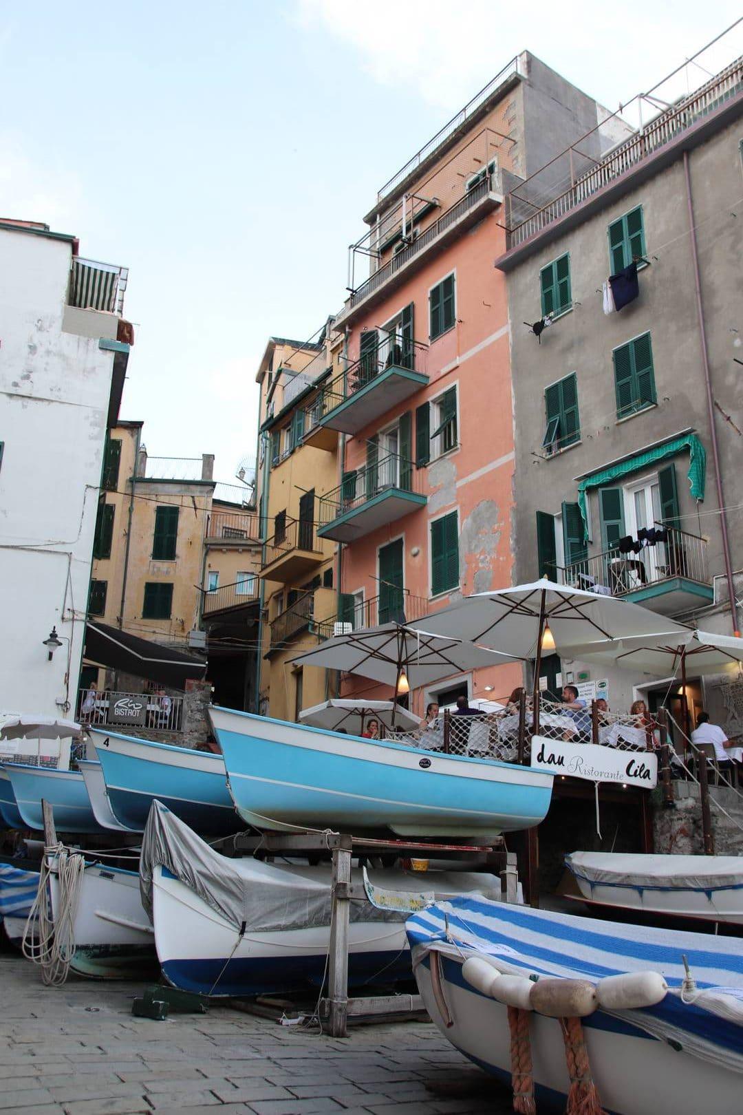 Italie - Fin de journée au port du village de Riomaggiore au parc des Cinque Terre