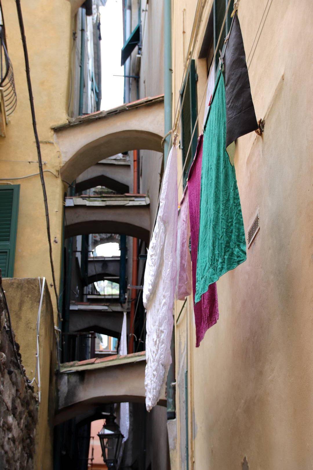 Italie - Linge qui sèche dans le village de Vernazza, parc des cinque terre