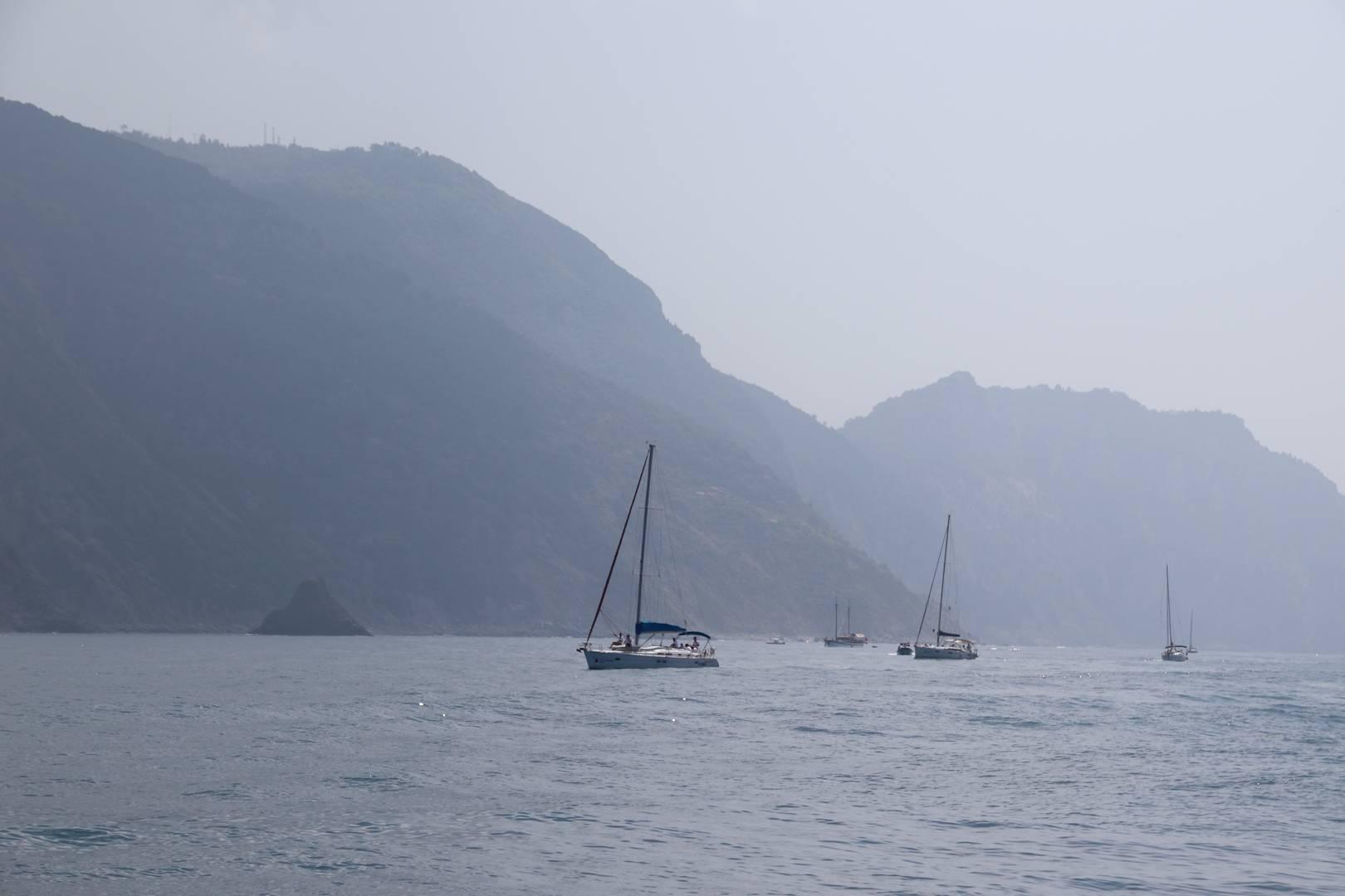 Italie - Bateaux en mer Méditerranée dans le parc des cinque terre