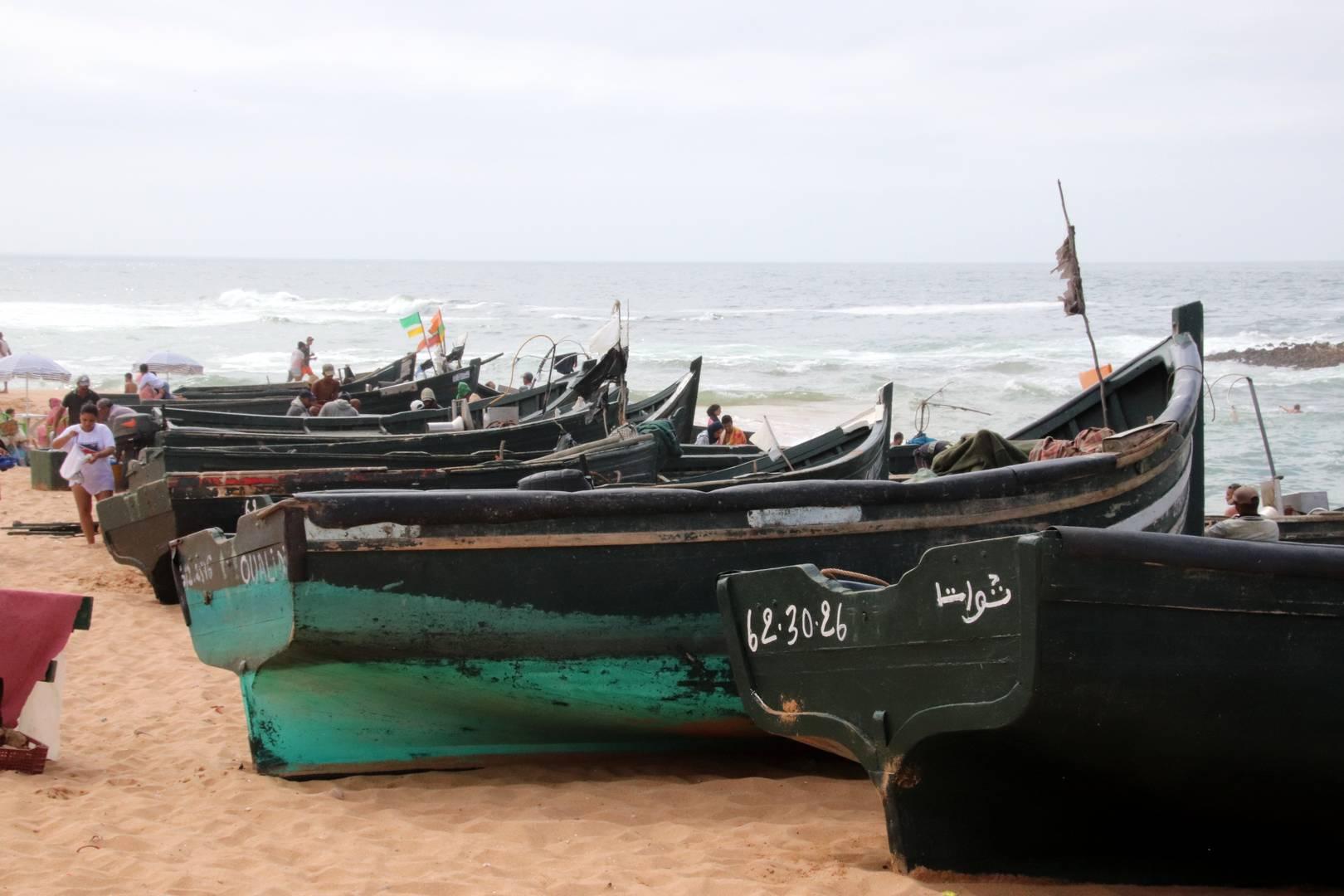 Maroc - Bateaux sur la plage de Oualidia