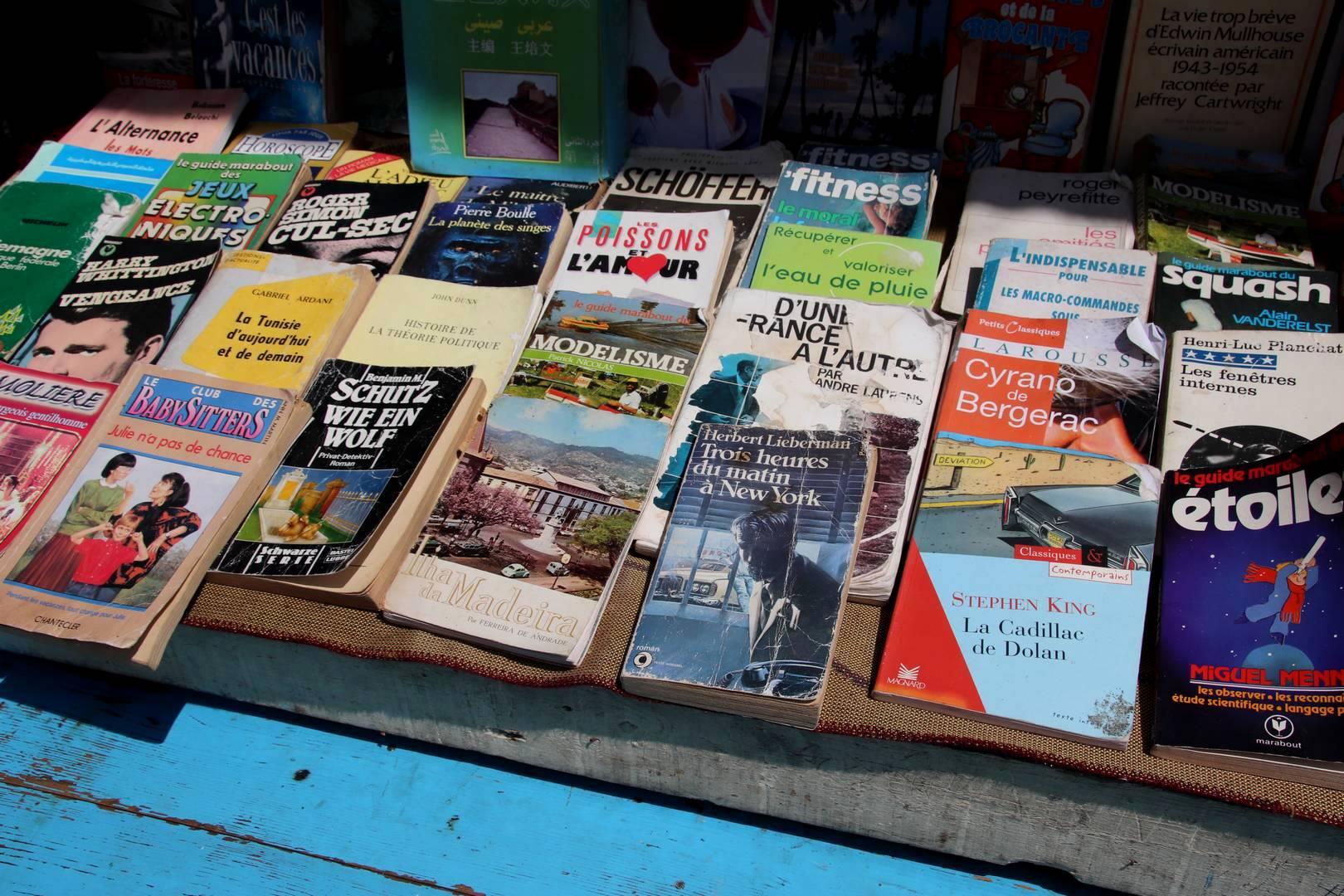 Maroc - Vendeur de vieux livres dans la médina à Essaouira