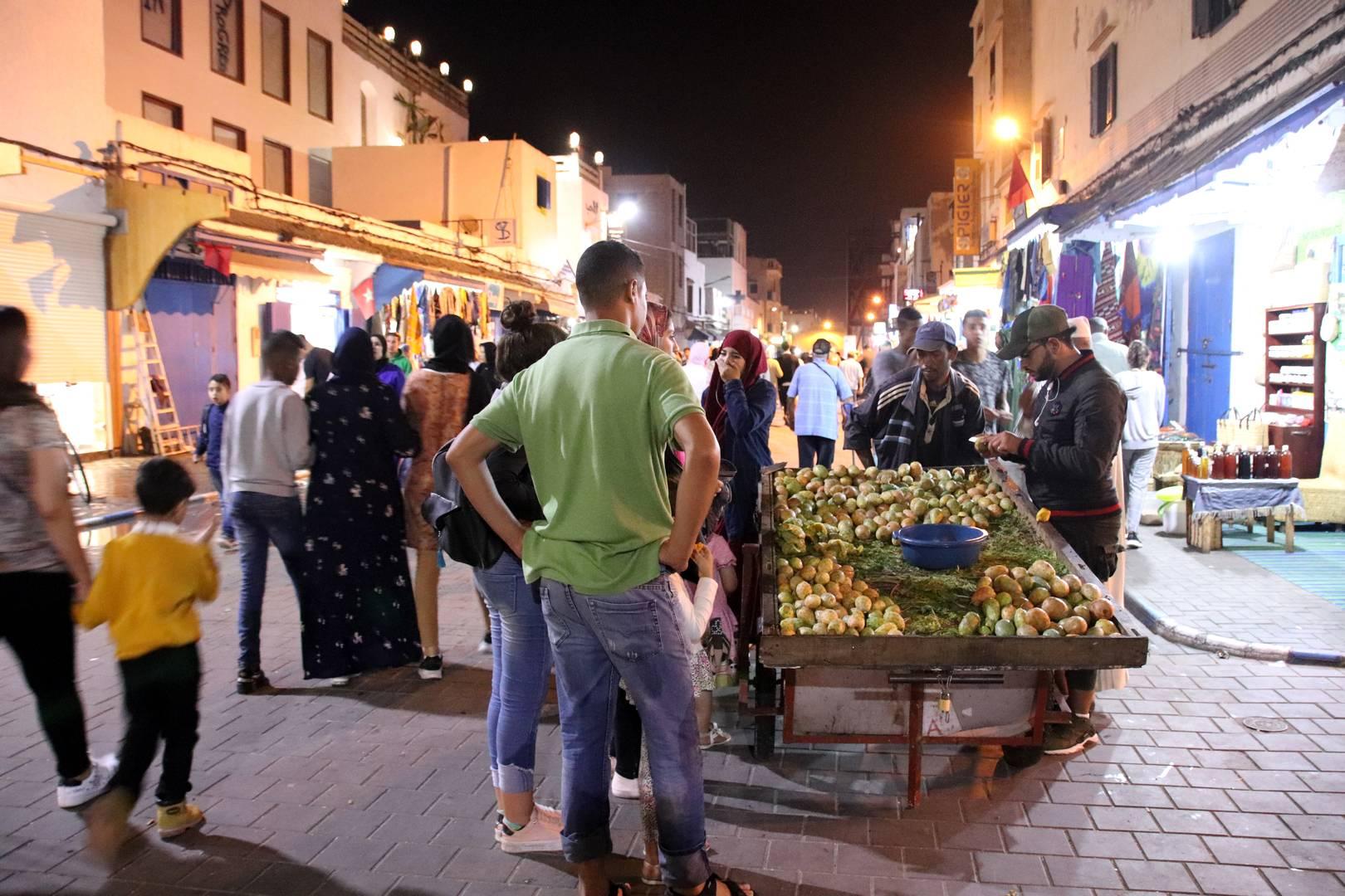 Maroc - Vendeur de figues de barbarie à Essaouira