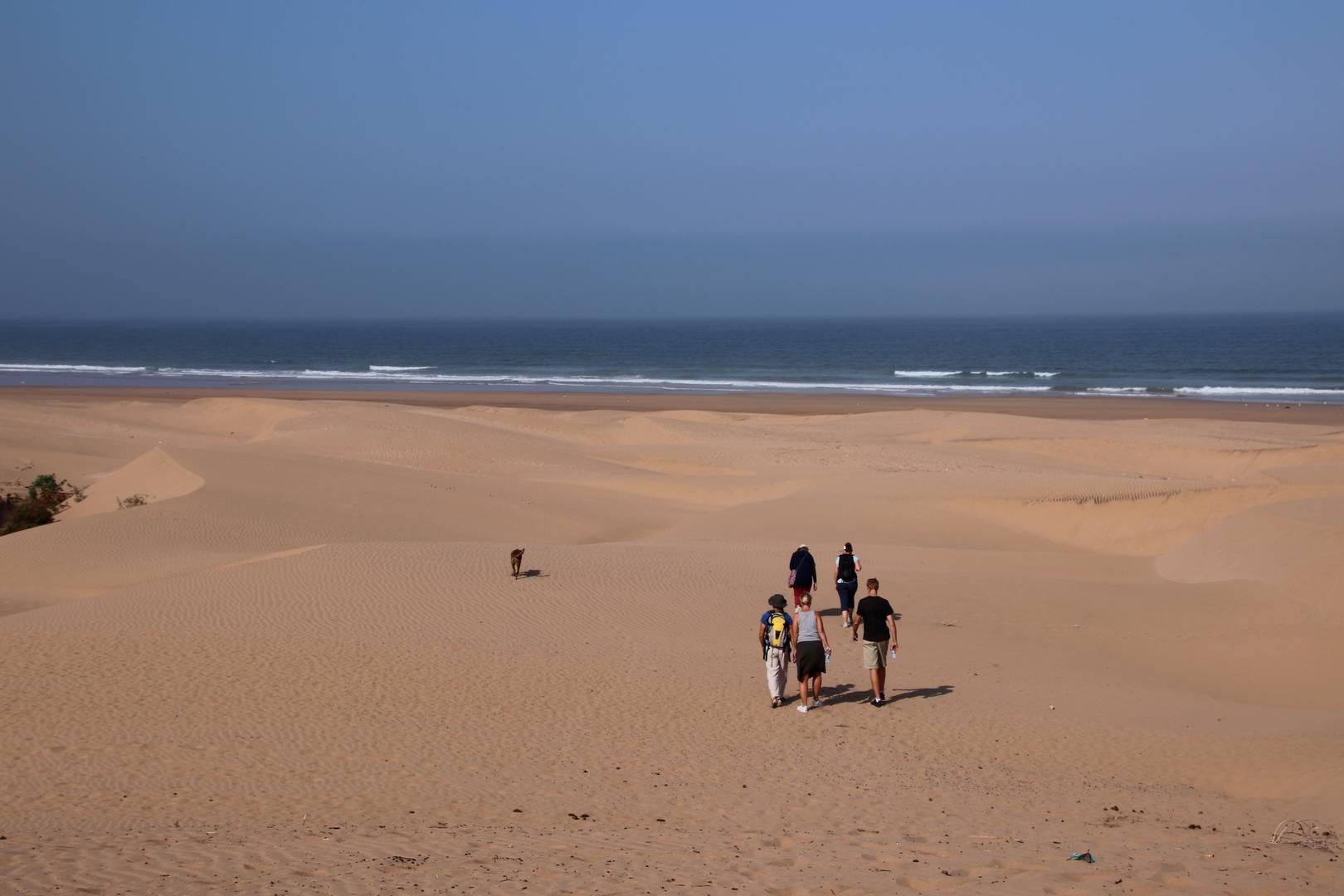 Maroc - Randonnée sur une plage déserte au Sud d'Essaouira
