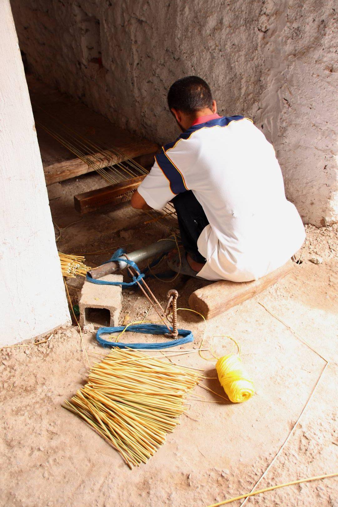 Maroc - Artisan vannier à Essaouira